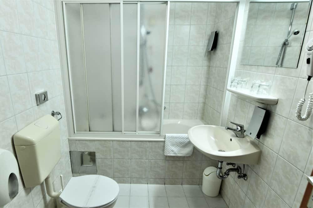 패밀리룸, 침실 2개, 발코니, 공원 전망 - 욕실