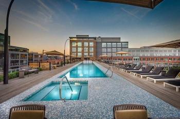 Gambar Global Luxury Suites near Union Station di Washington