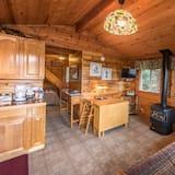Serenity Cabin - Living Area
