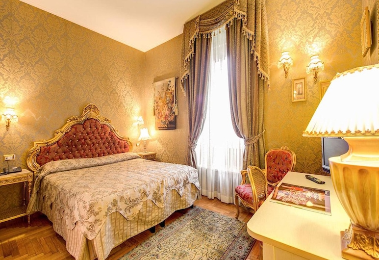 Domus Colosseo Hotel, Rome, Deluxe Room, Guest Room