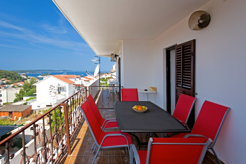 Grand Apartment, 3 Bedrooms, Balcony, Sea View   In Room Kitchen