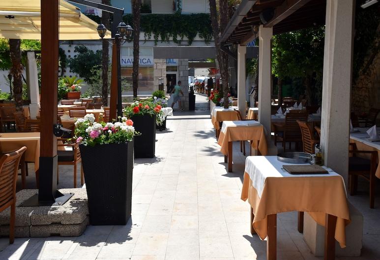 Villa Riva Makarska, Makarska, Speisen im Freien