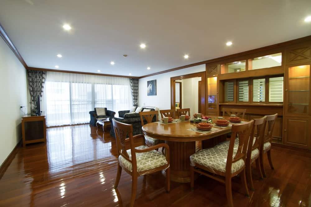 3-Bedroom Apartment - אזור אוכל בחדר