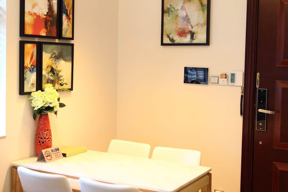 Premium Executive Suite, 2 Bedrooms - In-Room Dining