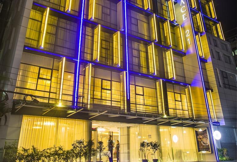 Grace 21 Smart Hotel, Dhaka, Hotelfassade am Abend/bei Nacht