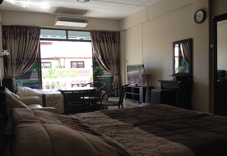 Artem's Guesthouse, Pattaya, Suite (for 4 Persons), Guest Room