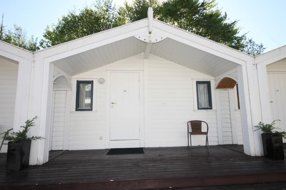 Basic Cabin, Courtyard Area (4 persons) - Balcony