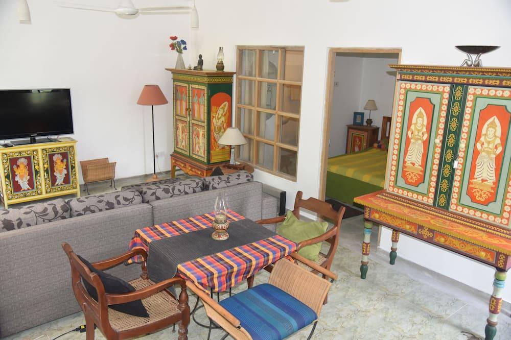 Luxury House, 1 Queen Bed, Valley View, Garden Area - Living Area