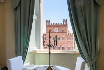 Siena bölgesindeki Suite Piccolomini resmi