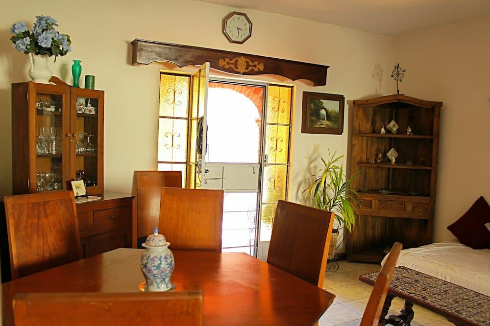 Appartement, 2 slaapkamers, keuken, in toren - Eetruimte in kamer