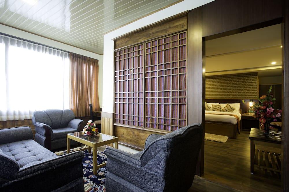 Royal Δίκλινο Δωμάτιο (Double), 1 King Κρεβάτι, Καπνιστών, Θέα στο Λόφο - Περιοχή καθιστικού
