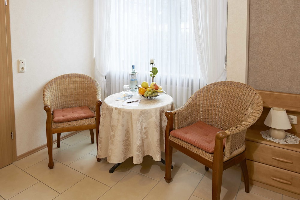Chambre Double Confort, vue fleuve, rez-de-chaussée (Adjacent Building) - Restauration dans la chambre