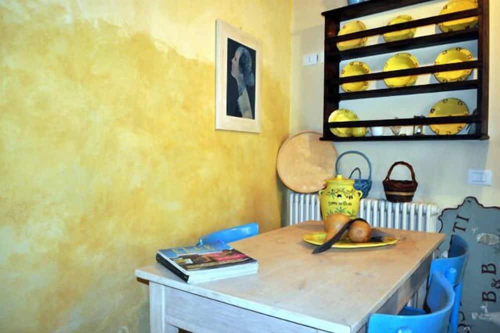 Apartment, 2 Bedrooms (Casa Osteria) - Living Area