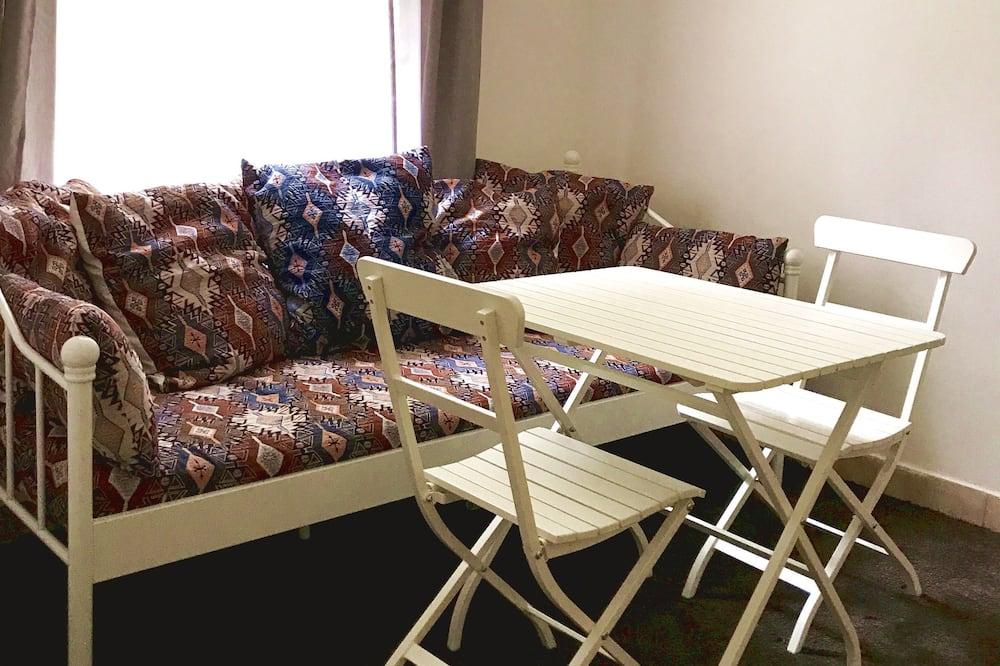 Apartemen Standar (Room 5) - Area Keluarga