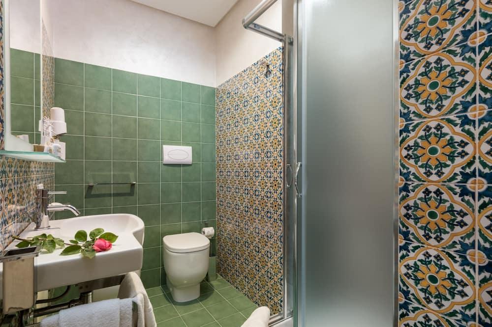 Basic Double Room, Non Smoking, Ground Floor - Bathroom