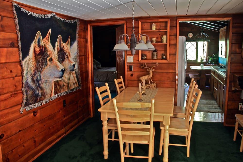 Big Bear Cabin - In-Room Dining