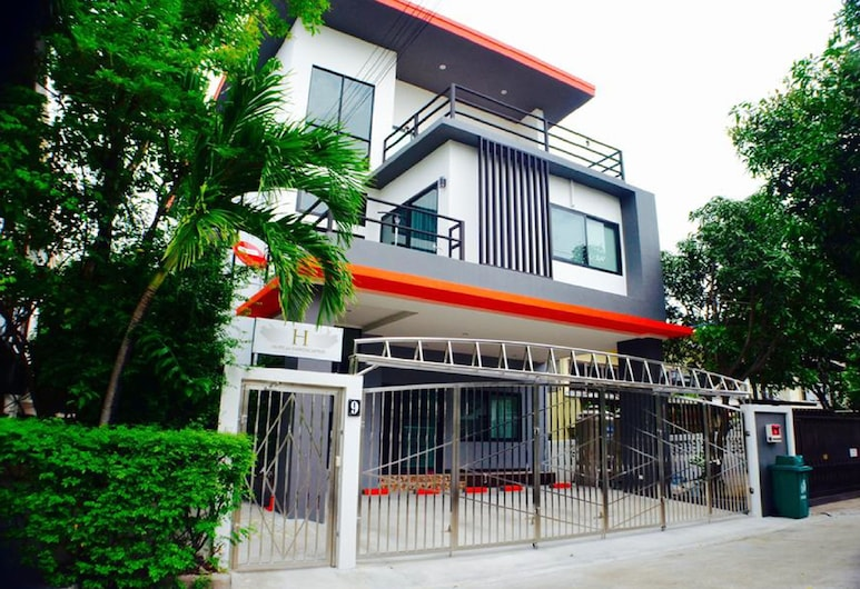 3 Bedroom House @Skytrain, Bangkok