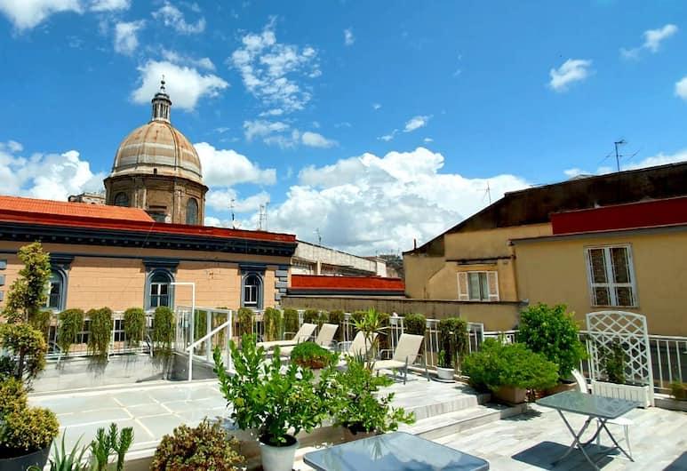 聖米凱萊宮酒店, 那不勒斯