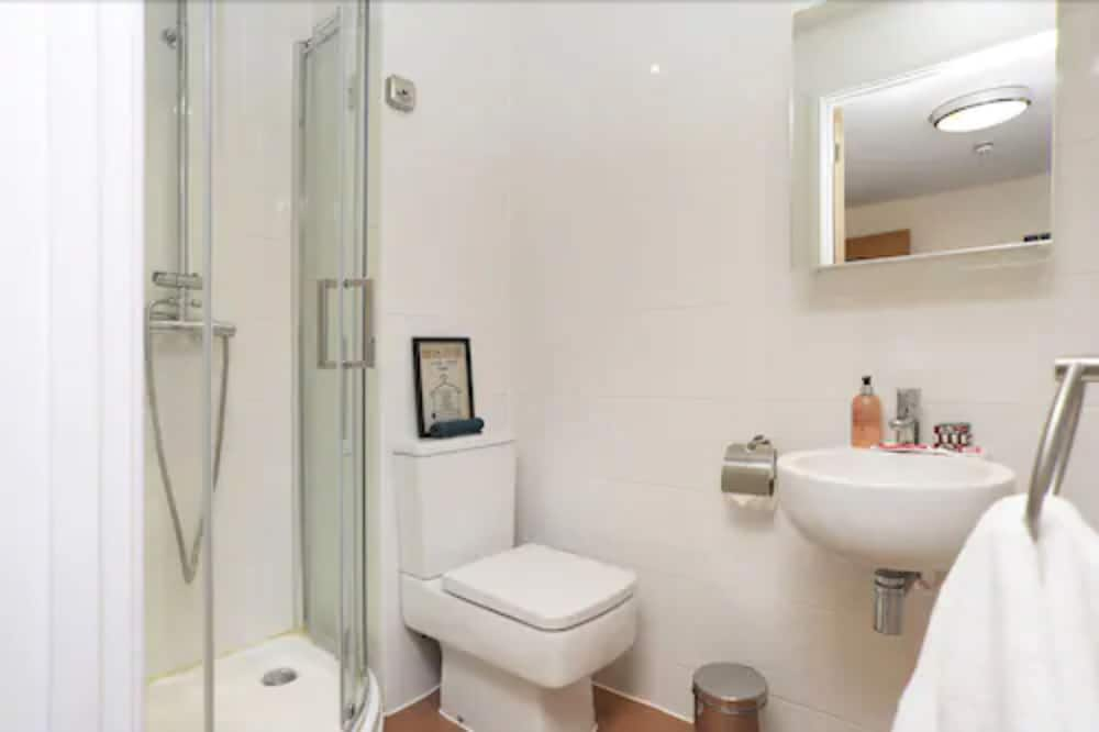 Deluxe Studio (3/4 Size Small Double Bed) - Bathroom