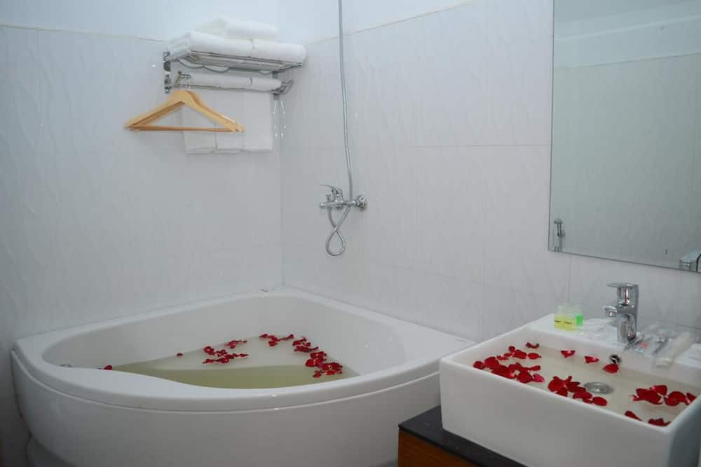 Phòng dành cho gia đình (Deluxe) - Phòng tắm