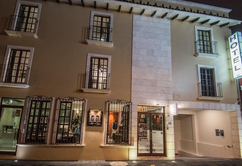 Hotel Majova Inn Xalapa, Xalapa, Fachada del hotel de noche