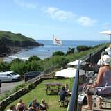 The Sun Bay Hotel & Restaurant