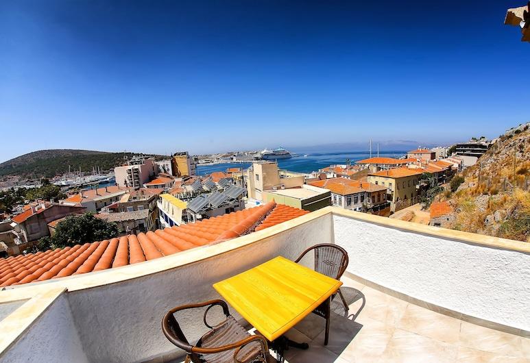 Villa Fanti, Çeşme, Deluxe Çatı Katı Süiti (Penthouse), Teras, Deniz Manzaralı, Teras/Veranda