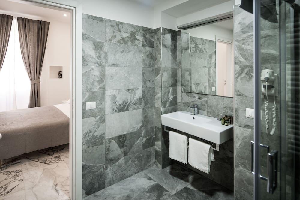 Dobbelt- eller tomannsrom, eget bad (Mosaico) - Bad