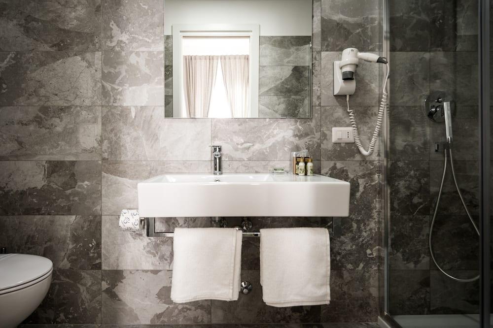 Dobbelt- eller tomannsrom, eget bad (Marble) - Bad