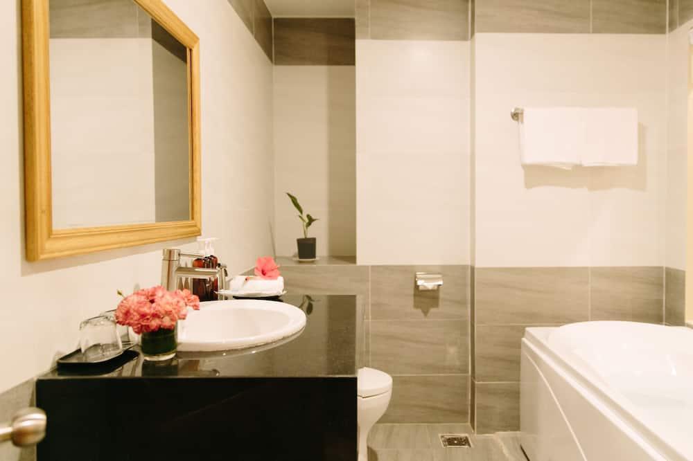 Suite, Balcony - Bathroom