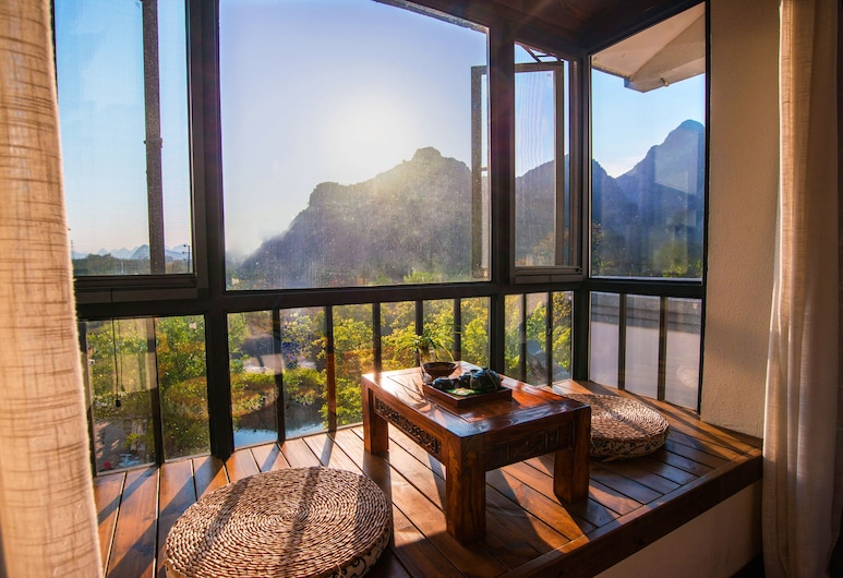 Secret Courtyard Resort Hotel, Guilin, Fully View Double Room-Stay 2 nights and above can  free pick up Guilin train station, Living Area