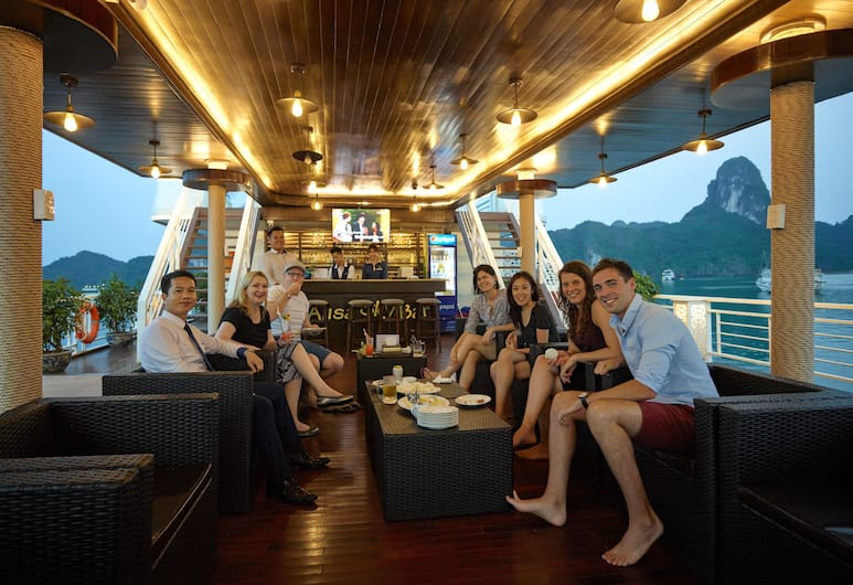 Alisa Cruise, Ha Long, Hotellbar