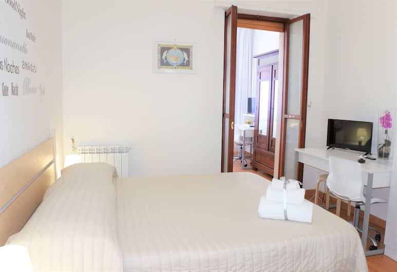 B&B Noto Politeama, Palermo, Family Room, 2 Queen Beds, Private Bathroom, Guest Room