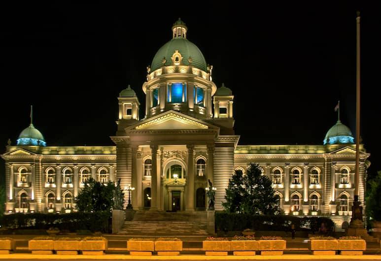 Dominic Smart & Luxury Suites Parliament, Belgrad, Hotelfassade am Abend/bei Nacht