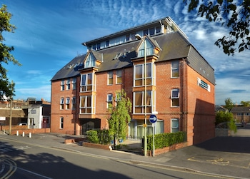 Picture of Pelican House By Esa in Newbury