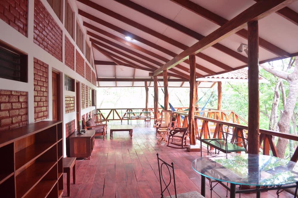 Casa familiar, 4 habitaciones, cocina, vista al jardín - Vista al balcón