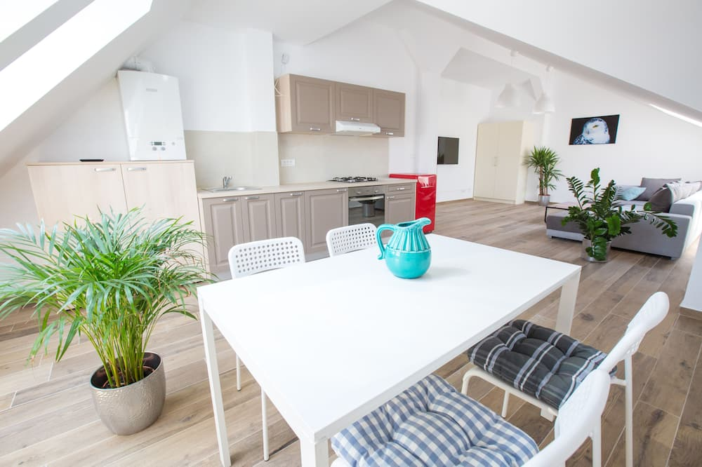 Family Apartment, 1 Bedroom - In-Room Dining