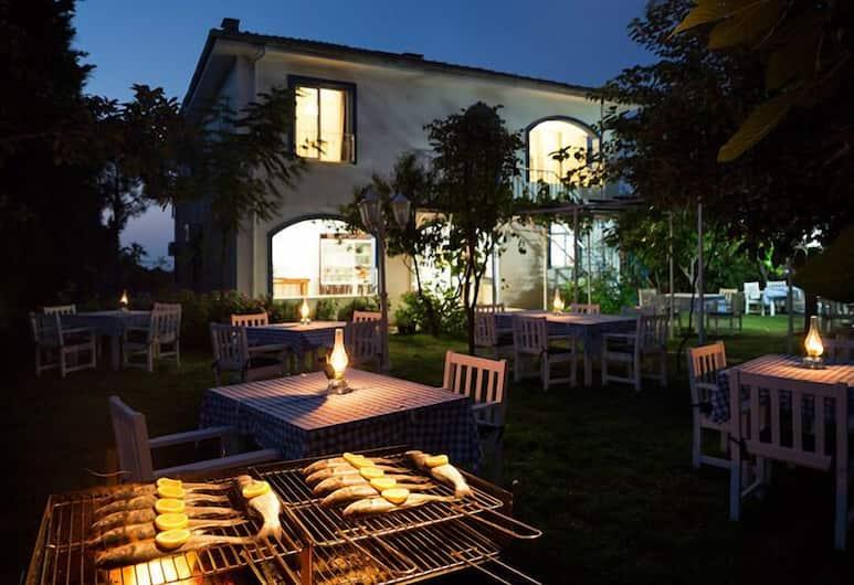 إليجالي بوتيك أوتل في ريستورانت, شيلي, تناول الطعام بالخارج