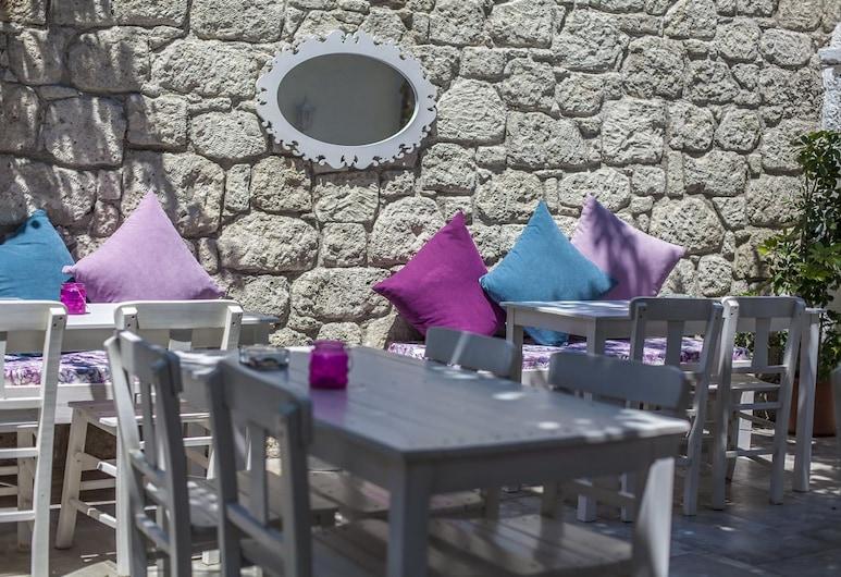 Alacati Alanur Otel, Çesme, Restaurante al aire libre