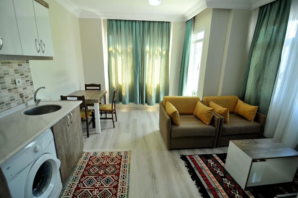 Deluxe Apartment, 1 Bedroom, Kitchen, City View - In-Room Dining