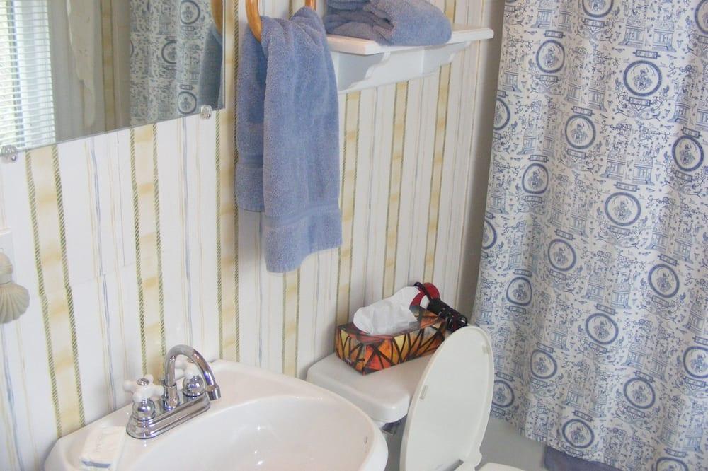 Номер, 1 двуспальная кровать «Квин-сайз», камин - Ванная комната