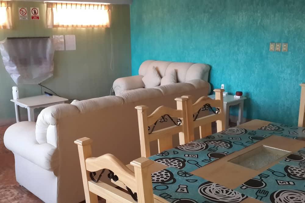 คอมฟอร์ทอพาร์ทเมนท์, 2 ห้องนอน, ห้องครัว, วิวเมือง - พื้นที่นั่งเล่น