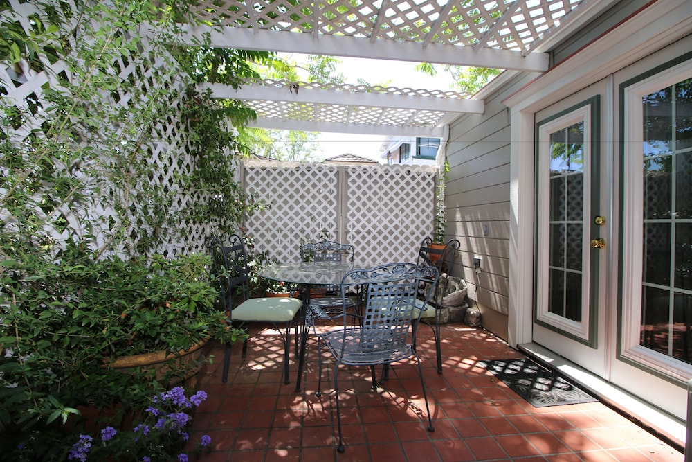 Bradford Place Inn Gardens Sonora Prospector Room Pet Friendly Terrace