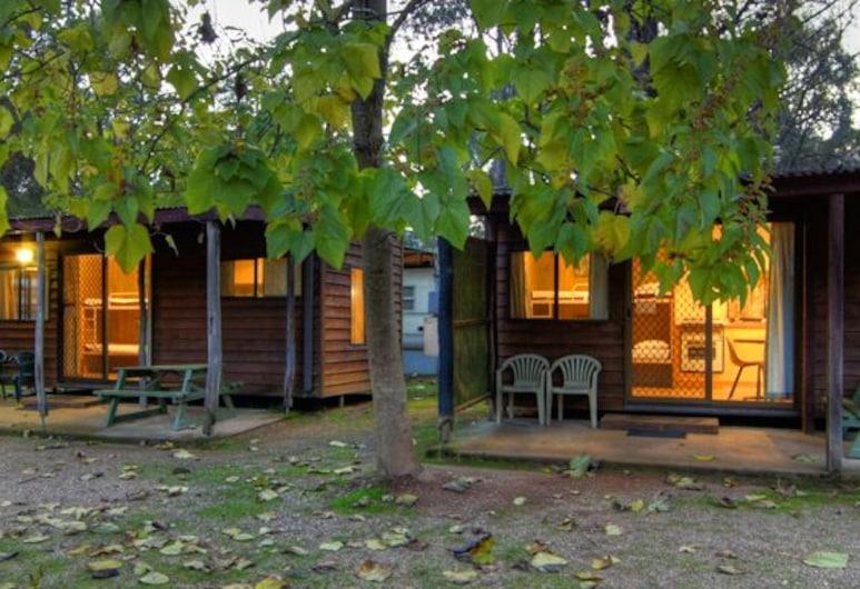 Riverview Caravan Park, Porepunkah, Standard Bungalow, Multiple Beds , No Bathroom , Terrace/Patio