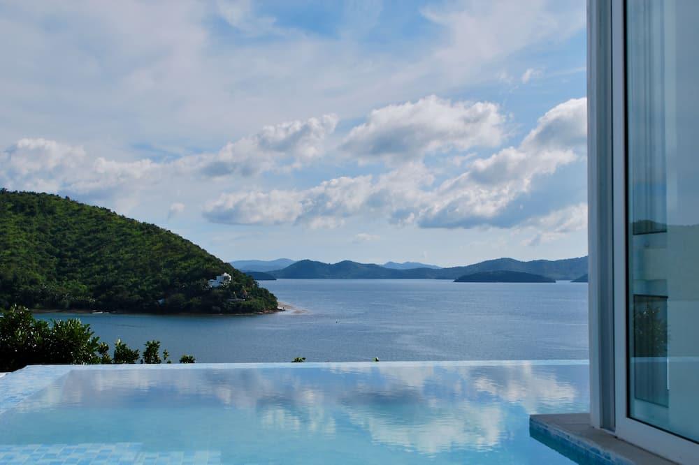 Exclusive Villa - Water view