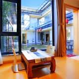 Premium Tek Büyük Yataklı Oda, Küvet, Bahçe Manzaralı - Oturma Alanı