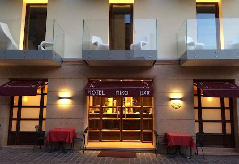 هوتل ميرو, جاردا, واجهة الفندق - مساءً /ليلا