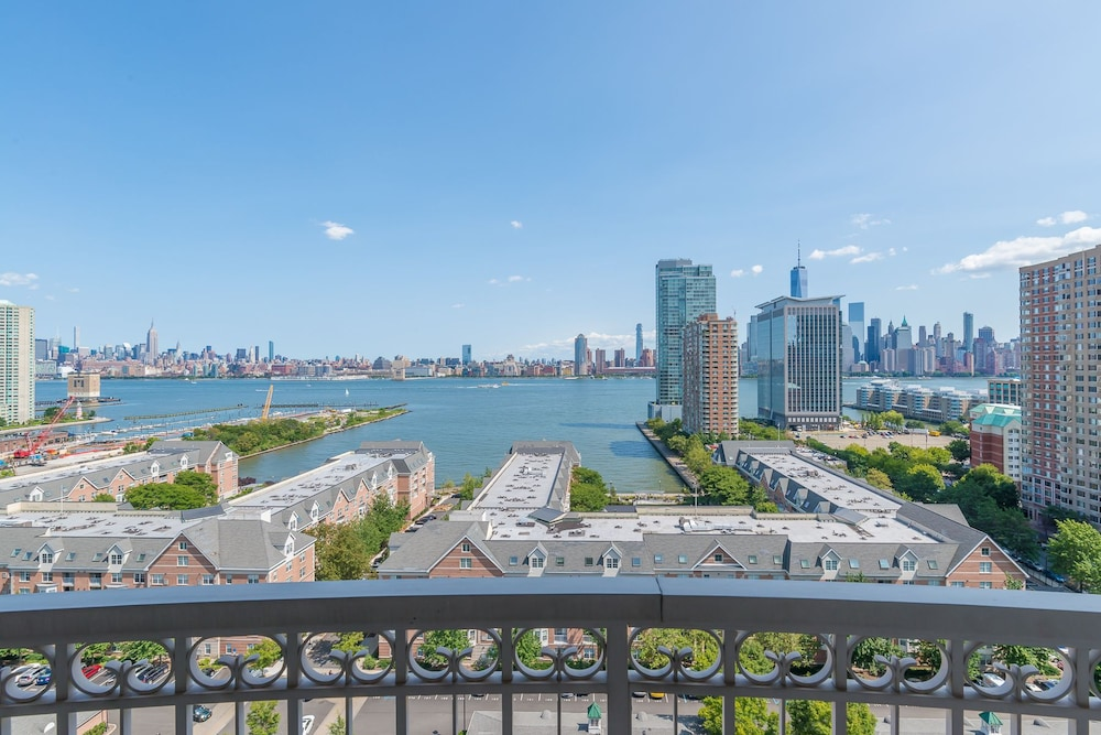 Skyline Luxury Home Suites At Newport Jersey City