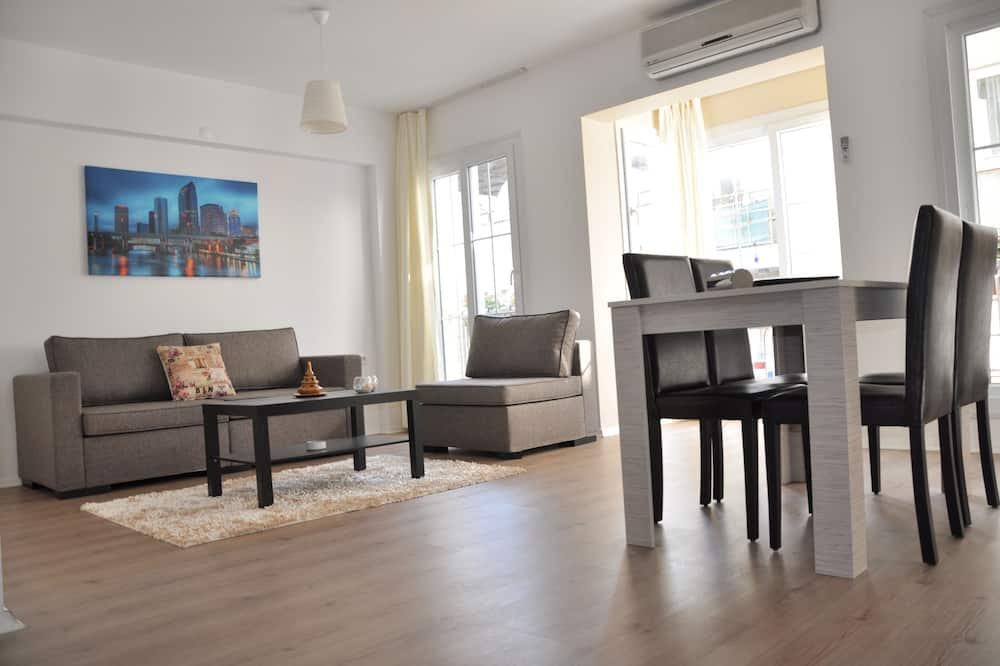 Basic Apartment, 1 Double Bed, Non Smoking - Living Area