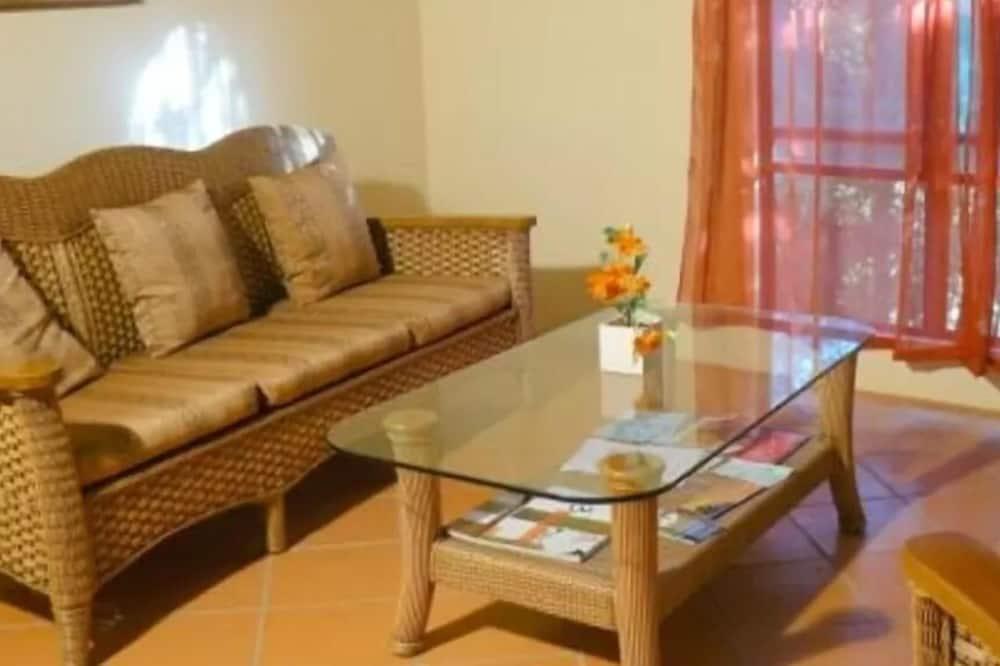 Standard Apartment, 2 Bedrooms, Non Smoking (Unit 4B) - พื้นที่นั่งเล่น